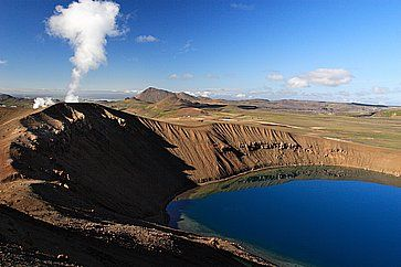 Montagne vicino al lago Myvatn e vulcano Krafla.