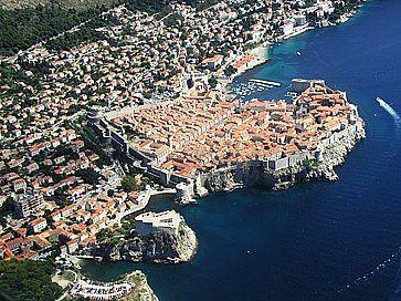 La città di Dubrovnik vista dall'alto.