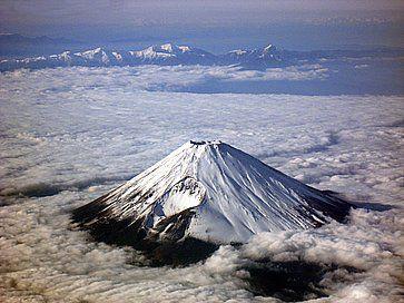 Vista invernale del Monte Fuji dall'alto.