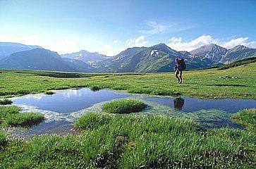 Escursionista nei Carpazi, sulle montagne Retezat.
