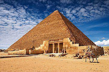 Antiche piramidi egizie a Giza.