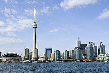 Skyline di Toronto di giorno, con l'icona CN Tower.