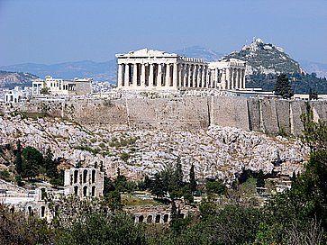 Il Partenone visto dalla collina di Philopappou ad Atene.
