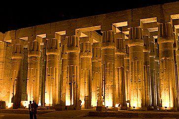 Le imponenti colonne al tempio di Luxor.
