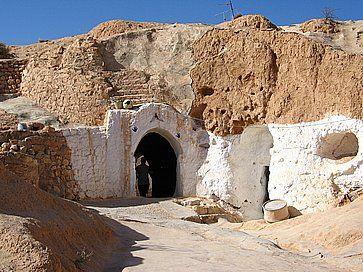 Porta della casa sotterranea di Matmata.
