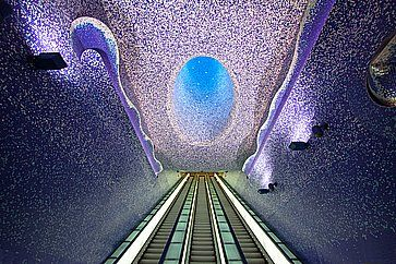 L'interno della stazione Toledo, a Napoli.