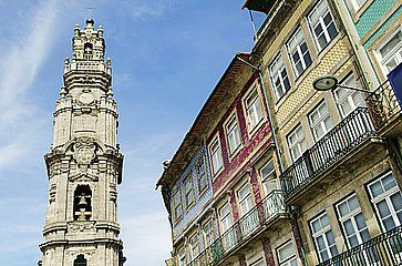 Torre Clerigos nel centro di Porto.