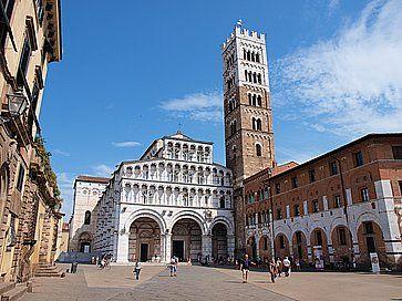 La Cattedrale di San Martino e la Piazza San Martino a Lucca.