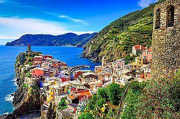 Vista del paese di Vernazza, nelle Cinque Terre.