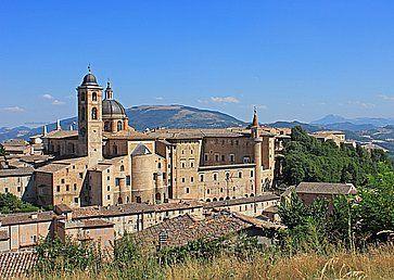 La vista di Urbino e delle colline circostanti.