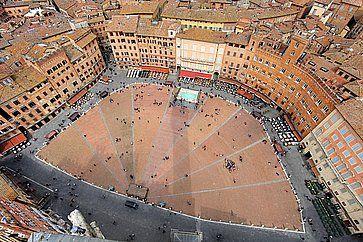 Vista aerea di Piazza del Campo a Siena.