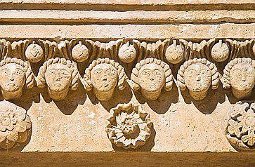 Dettagli sulla facciata della Cattedrale di Matera.