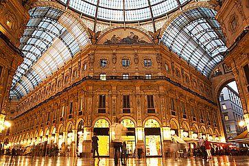 L'interno della Galleria Vittorio Emanuele II a Milano.
