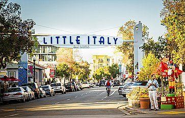 Il cartello relativo all'ingresso a Little Italy.