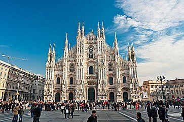 Piazza Duomo e il Duomo di Milano.