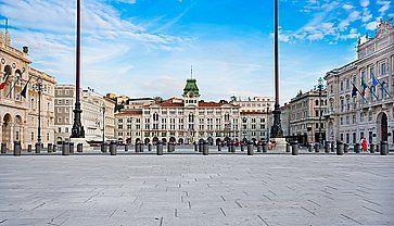 La grande Piazza Unità d'Italia a Trieste.