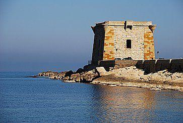 Storico edificio sul mare a Trapani.