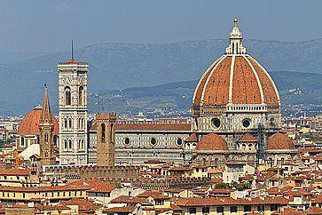 Il Duomo di Firenze fotografato con un teleobiettivo da Piazzale Michelangelo.