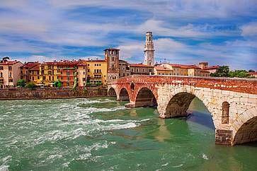 Ponte Pietra, il più antico ponte sul fiume Adige a Verona.