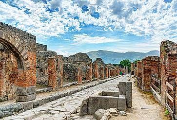 Antica strada a Pompei, nel centro degli scavi.