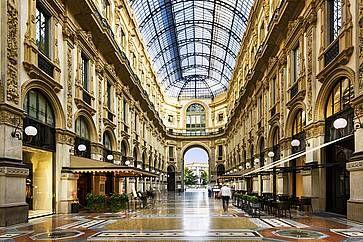 ALl'interno della Galleria Vittorio Emanuele a Milano.