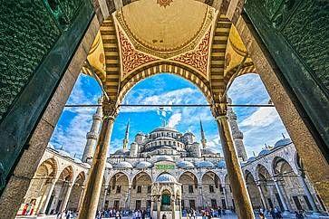 La Moschea Blu, Sultanahmet Camii, durante una giornata di sole, ad Istanbul.
