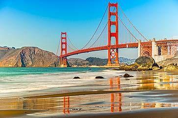 Il pittoresco Golden Gate Bridge a San Francisco.