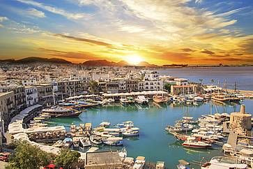 Bella vista della baia di Kyrenia a Cipro.