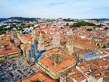 La vista panoramica aerea della cattedrale di Santiago de Compostela in Galizia.