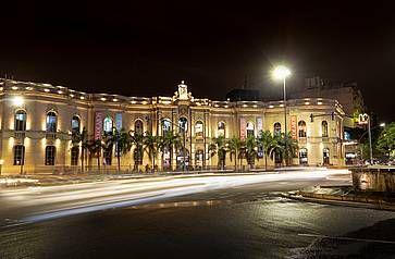 Galleria commerciale Patio Olmos di notte, a Cordoba.