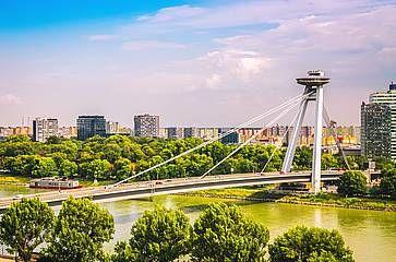 Ponte UFO sul fiume Danubio a Bratislava.