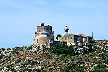 Faro sul promontorio di Calamosca, a Cagliari.