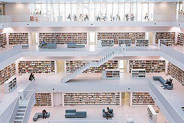 Architettura moderna nella biblioteca di Stoccarda.