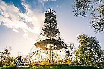 Monumento in un parco a Stoccarda.
