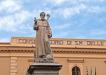 Statua del patrono di Sorrento, Sant'Antonino o Sant'Antonio Abate.