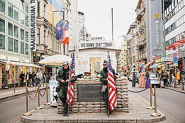 Checkpoint Charlie: checkpoint di frontiera sulla Friedrichstrasse a Berlino.