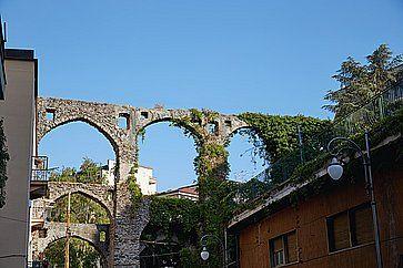 Antico acquedotto a Salerno.