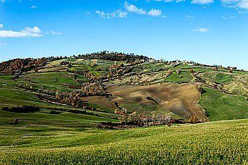 Parco naturale del Sasso Simone e Simoncello, lungo la strada da Urbino a San Marino.