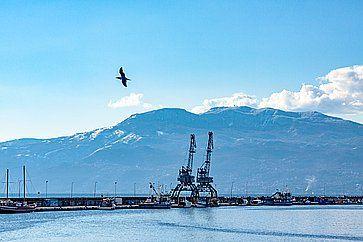 Molo Longo, al porto di Rijeka.