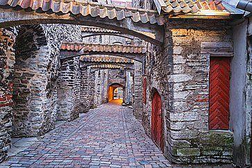 Vista del passaggio di Santa Caterina, nel centro storico di Tallinn.