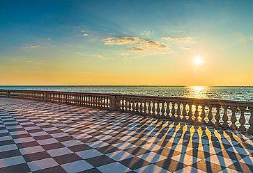 Terrazza Mascagni al tramonto, a Livorno.