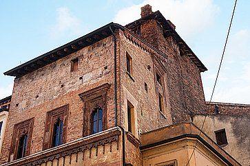 La Casa del Mercante, in piazza Erbe a Mantova, chiamata anche Casa di Boniforte da Concorezzo.