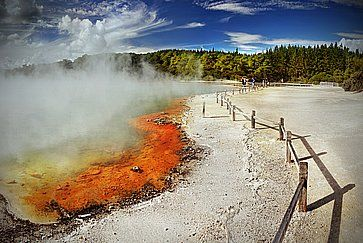 La colorata zona vulcanica di Waiotapu Thermal Wonderland.