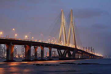 Il Bandra-Worli Sea Link,  che collega Bandra con a Mumbai.