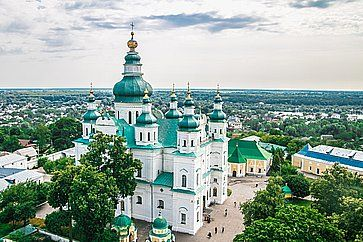 Vista di Chernihiv, con la chiesa in primo piano.