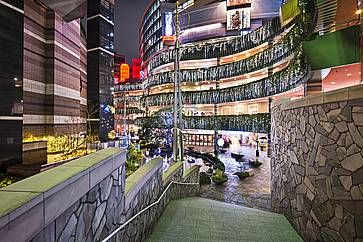 Ingresso a Canal City, enorme centro commerciale a Fukuoka.