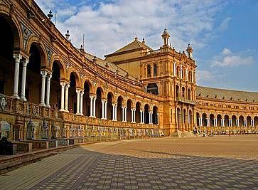 Gli archi a Plaza de Espana.