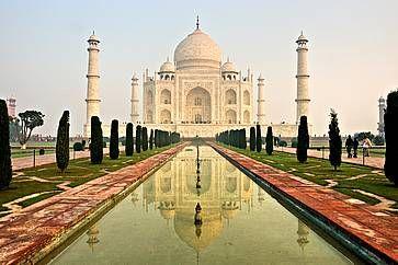 Il Taj Mahal all'alba, senza turisti.