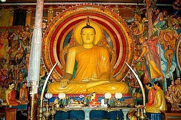 Statua di Buddha in un tempio a Colombo.