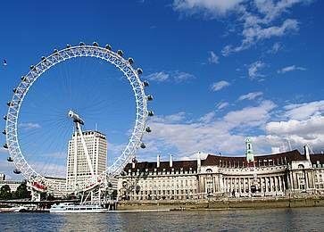Ruota panoramica London Eye, vista dal Tamigi.